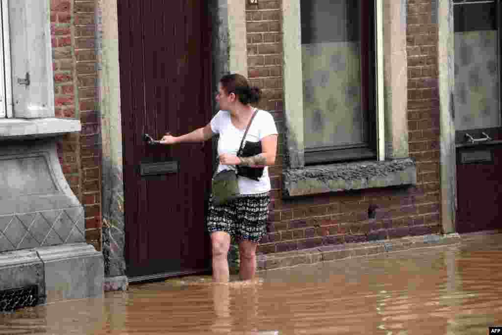 پانی جمع ہونے کے بعد لوگ اپنے گھروں سے محفوظ مقامات پر منتقل ہونے پر مجبور ہیں۔