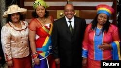 南非总统祖马和他的三个妻子(2009年)