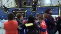 人们翘首以待梅西感恩节大游行