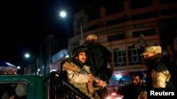 阿富汗保安人员抵达发生袭击的酒店