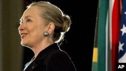 Menlu AS Hillary Clinton memberikan pidato di di Universitas Western Cape di kota Cape Town, Afrika Selatan (8/8).