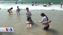 Filistinli Çocukları Denize Götüren İsrailli