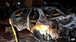 Lugar de un atentado con carro bomba suicida en el barrio de Habibiya, en Bagdad, Irak, el miércoles 15 de febrero de 2017.