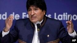 Evo Morales fue invitado a la ceremonia de investidura presidencial de Michelle Bachelet en Chile, pero asegura que tiene que evaluar su asistencia.