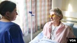 Con la ley, se le concederían al paciente el derecho a rechazar o paralizar cualquier tratamiento o intervención.