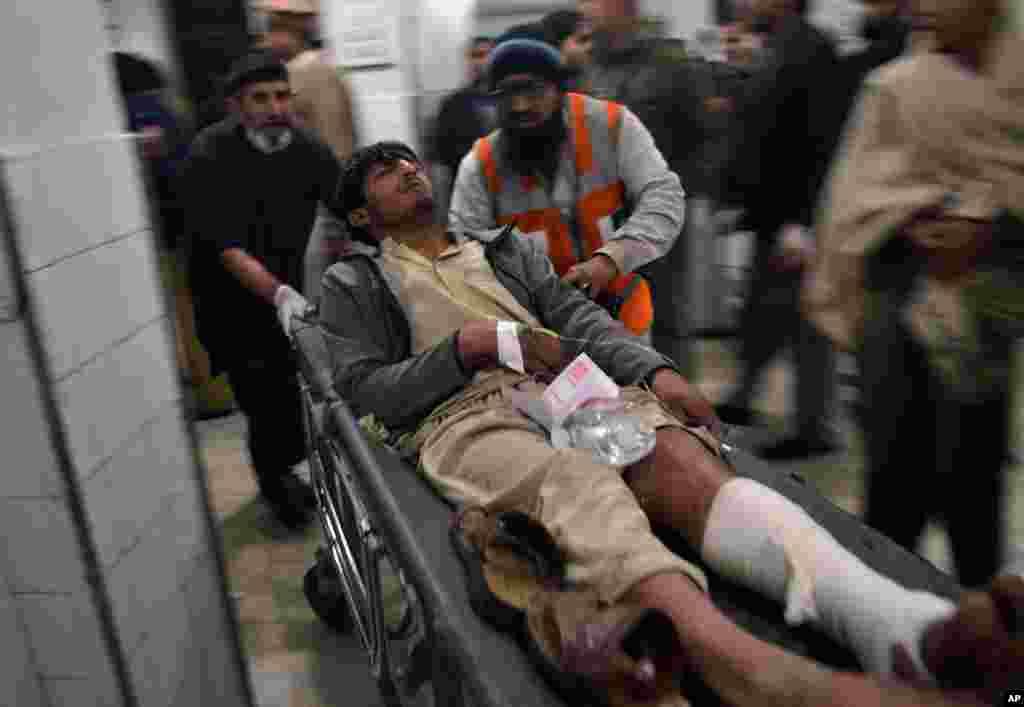 Partlayış nəticəsində ölənlər və yaralananlar var - Peşəvər, 2 fevral, 2014