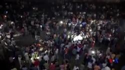 印度火車撞入節慶人群 至少50人死亡