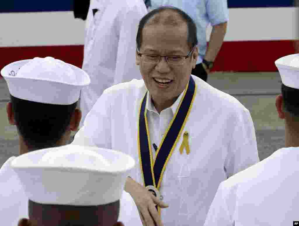 Philippine President Benigno Aquino greets the crew of the BRP Ramon Alcaraz during a welcome ceremony as it docks at Subic Freeport, August 6, 2013.