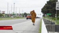 Nhà sư Thái đi bộ xuyên nước Mỹ để cổ súy hòa bình