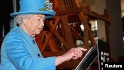زمانی که ملکه الیزابت برای نخستین بار توییت کرد