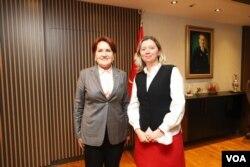 VOA Türkçe Ankara muhabiri Yıldız Yazıcıoğlu, Meral Akşener ile birlikte