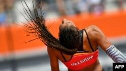 La Belge Nafissatou Thiam aux qualifications pour les sauts lors d'une compétition européenne au stade olympique à Amsterdam, le 6 juillet 2016.