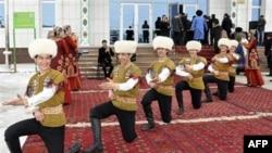Turkmaniston siyosati haqida qo'shnilar fikri, Qirg'izistondan reportaj
