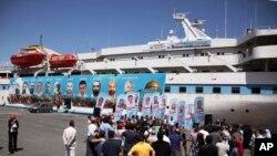 تجمع گروهی از شهروندان ترکیه طرفدار فلسطینی ها در مراسم چهارمین سالگرد حمله اسرائیل به کشتی کمک های ترکیه به غزه - ۷ تیر ۱۳۹۵