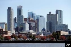 Daerah pelabuhan Kota Long Island dan gedung pencakar langit di Queens, New York, salah satu kawasan yang akan dijadikan Amazon sebagai satu dari kantor pusat baru, 7 November 2018.