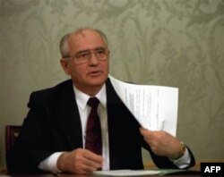 1991-yilning dekabrida Mixail Gorbachyov yadroviy arsenal ustidan nazoratni Rossiya prezidenti Boris Yeltsinga topshirish to'g'risida qaror imzoladi