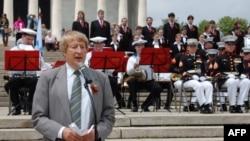 Эдуард Лозанский выступает на 29-м Всемирном российском форуме у Мемориала Линкольна