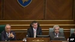 科索沃議會2015年針對建立特別法庭制定法律並修改憲法