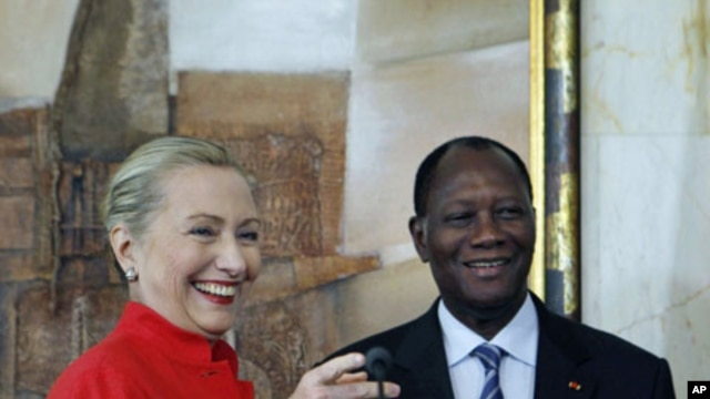 U.S. Secretary of State Hillary Clinton and Ivory Coast President Alassane Dramane Ouattara hold a joint news conference at the Presidency in Abidjan, Ivory Coast, January 17, 2012.