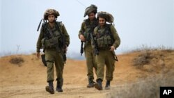 Израильские солдаты патрулируют границу с полосой Газа. 11 ноября 2012 г.