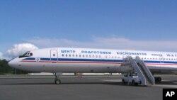Червень 2004-го. Російський Ту-154 на авіабазі ВПС США Elmendorf перед обльотом центральної Аляски