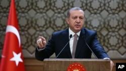 Tổng thống Thổ Nhĩ Kỳ Recep Tayyip Erdogan nói nước ông không xin lỗi về vụ bắn hạ chiếc máy bay Nga.