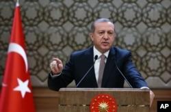 Presidente de Turquía, Recep Tayyip Erdogan se dirige a autoridades locales en Ankara. Nov. 26 de 2015