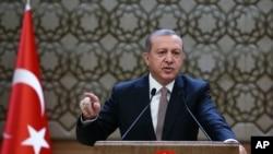26일 터키 앙카라의 대통령궁에서 레제프 타이이프 에르도안 터키 대통령이 연설하고 있다.
