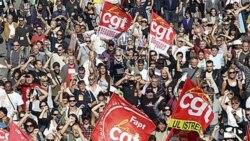 معترضین به اصلاح سیستم مستمری و بازنشستگی در مارسی، جنوب فرانسه