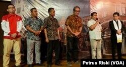 Perwakilan umat lintas agama memberikan sambutan dan ucapan selamat Natal pada perayaan Natal di GKI Darmo Satelit, Surabaya (Foto: VOA/ Petrus Riski).