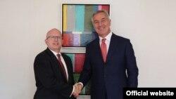 Pomoćnik američkog državnog sekretara Filip Riker i crnogorski predsjednik Milo Đukanović tokom susreta u Njujorku, 25. septembar 2019. (Foto: Predsjednik.me)