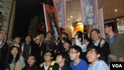 多個香港民間團體代表參與學民思潮舉辦的「倒數跨越末日 - 倒梁爭民主起動晚會」 美國之音湯惠芸拍攝