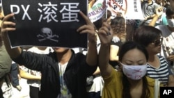 Warga kota Kunming, provinsi Yunnan, China menolak pembangunan pabrik kimia di daerah mereka dalam protes hari Kamis (16/5).
