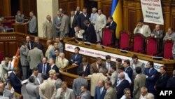 Украинский парламент утвердил поправки к конституции