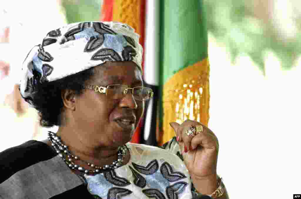 Malawi's new President Joyce Banda gives a press conference on April 10, 2012 in Lilongwe. (AFP)