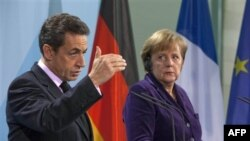 Thủ tướng Ðức Angela Merkel (phải) và Tổng thống Pháp Nicolas Sarkozy tại một cuộc họp báo ở Berlin, Ðức (ảnh tư liệu ngày 9 tháng 1, 2012)