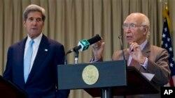 ملاقات سرتاج عزیز مشاور امنیت ملی پاکستان با جان کری وزیر خارجه امریکا