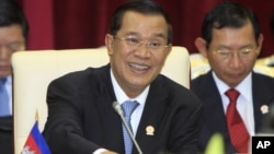 Cambodian Prime Minister Hun Sen spoke to the lower house of parliament in a nationally televised speech, file photo.