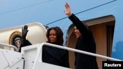 9일 바락 오바마 미국 대통령 부부가 넬슨 만델라 전 남아공 대통령의 추도식에 참석하기 위해 요하네스버그로 출발했다.