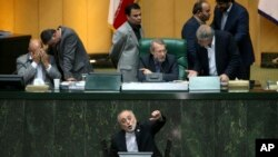 Head of Iran's Atomic Energy Organization Ali Akbar Salehi, bottom, speaks in an open session of parliament while discussing a bill on country's nuclear deal with world powers, in Tehran, Oct. 11, 2015.
