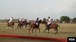 In polo, riders move at speeds of up to 65 kilometers per hour. (C. Nwankwo/VOA)