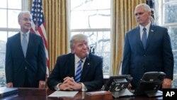 Predsednik i potpredsednik SAD, Donald Tramp i Majk Pens