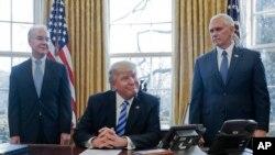 Tổng thống Trump nói hôm 24/3 ông sẽ dành sự chú ý đến cải cách thuế
