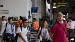 Nhân viên tổ chức phi chính phủ rời Sittwe về đến Rangoon 27/3/14