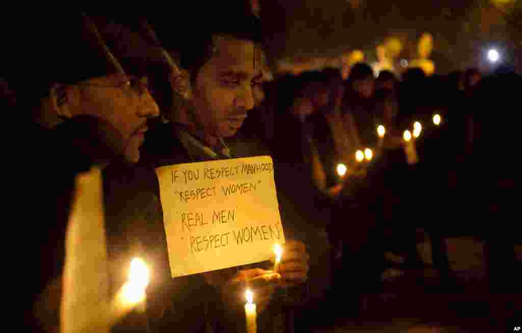 Indians participate in a candle-lit vigil to mourn the death of a gang rape victim in New Delhi, India, December 30, 2012.