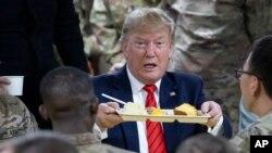 美國總統特朗普突訪阿富汗,請美軍吃感恩節火雞晚餐。 (2019年11月28日)