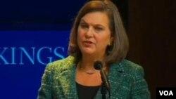 Bà Victoria Nuland, Trợ lý Bộ trưởng Ngoại giao Mỹ, trong bài phát biểu tại Viện Brookings, nói sự can thiệp của Nga vào Ukraine có thể gây khó khăn cho Hoa Kỳ trong việc hợp tác với Nga về những vấn đề khác.