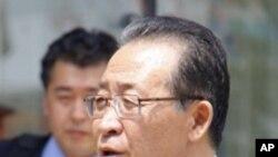 회담이 끝난 뒤 기자회견을 하는 북한의 김계관 부상