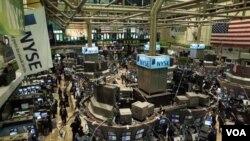 Una medición muy observada por los inversionistas sugiere que las acciones siguen siendo baratas.