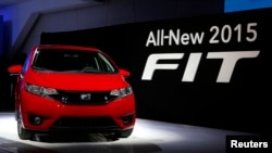 The 2015 Honda Fit is introduced during the press preview day of the North American International Auto Show in Detroit, Michigan January 13, 2014. REUTERS/Rebecca Cook (UNITED STATES - Tags: TRANSPORT BUSINESS) - RTX17CWZ